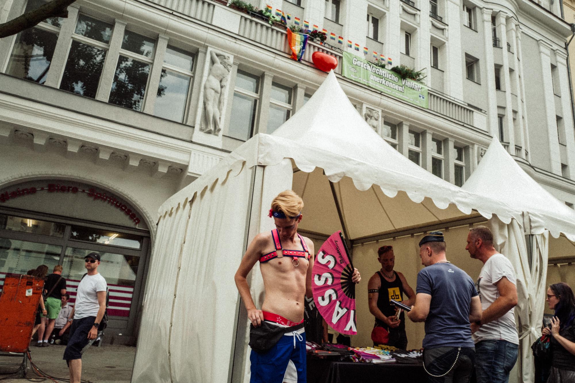 Gay-1000564